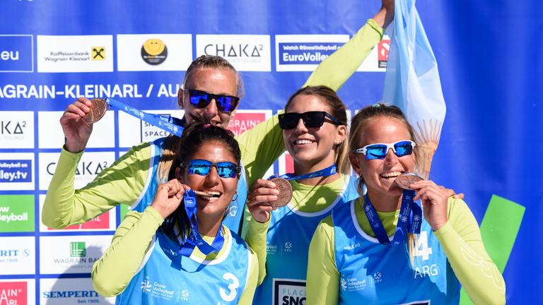 Bronce en el debut del Snow Voley